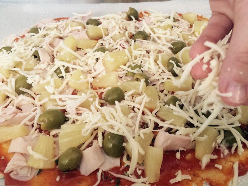 cuinant pizza a la formació de 7 i TRIA